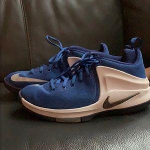 Nike Zoom Lebrons size 6.5